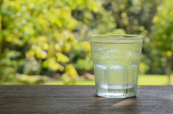 beber agua necesario para el bienestar