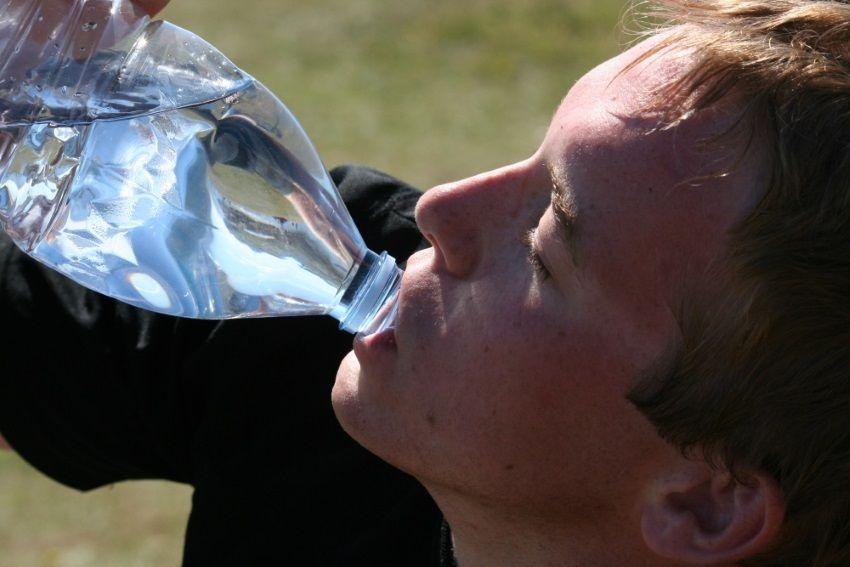cómo beber agua cada día
