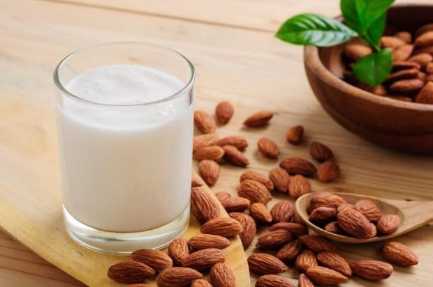 Leche de almendras una de las mejores leches vegetales