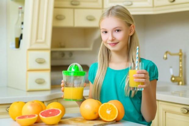 cítricos con vitaminas en la dieta infantil