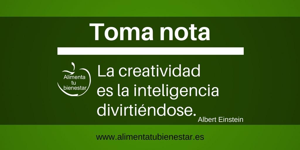 La creatividad es la inteligencia divirtiéndose.